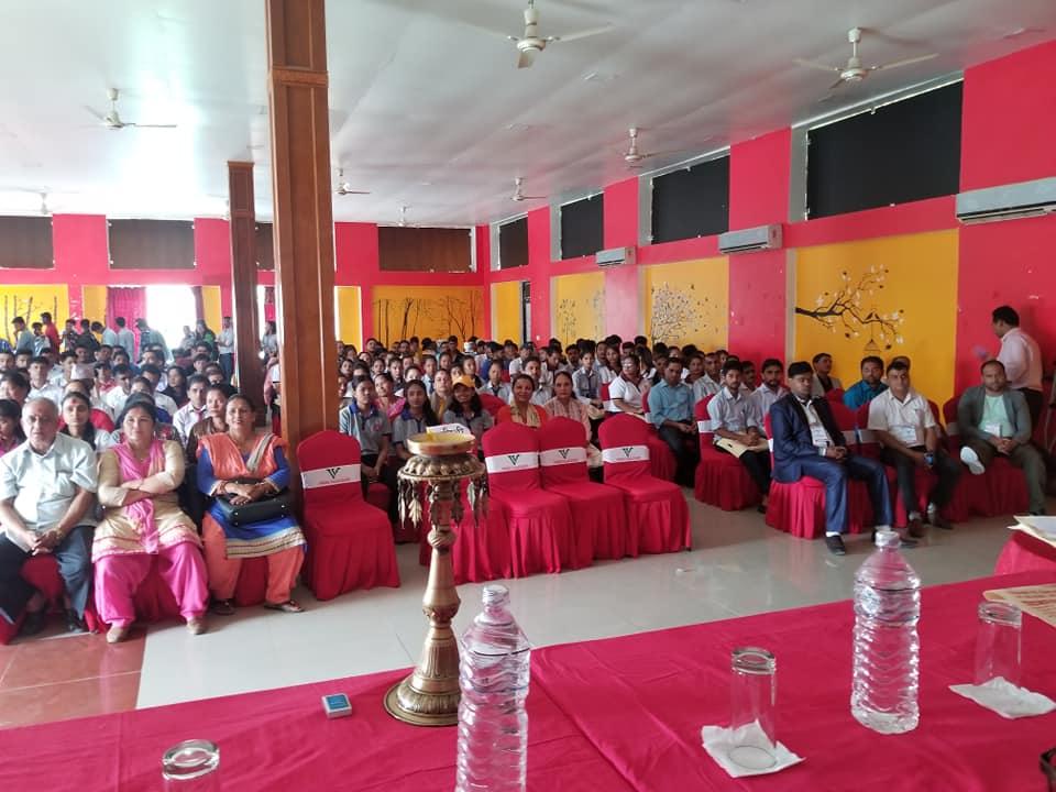 दाङमा प्रदेशस्तरीय आइसिटी सेमिनसारः सरकारी कार्यालयलाई कागजरहित बनाउनुपर्नेमा जोड